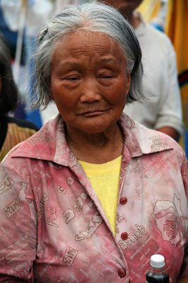 An 83-year-old woman tells Operation Blessing her story of survival and rescue after the Sichuan Earthquake.
