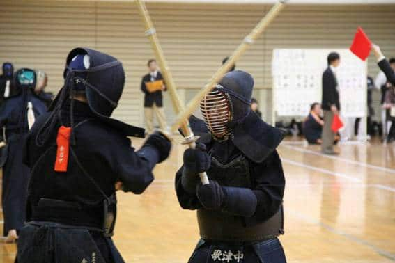 OB Japan gives glasses to middle school Kendo team members.