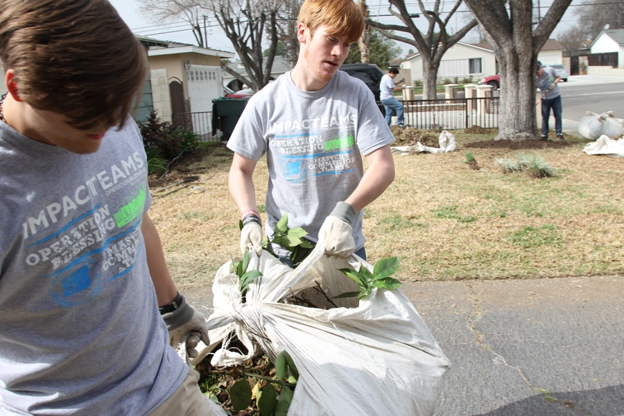 Young adults from Atlanta work with Operation Blessing to serve in California.