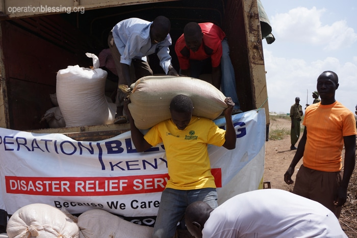With the help of a local church, Operation Blessing teams arrived just outside the camp to distribute maize to reach nearly 4,000 refugee families.