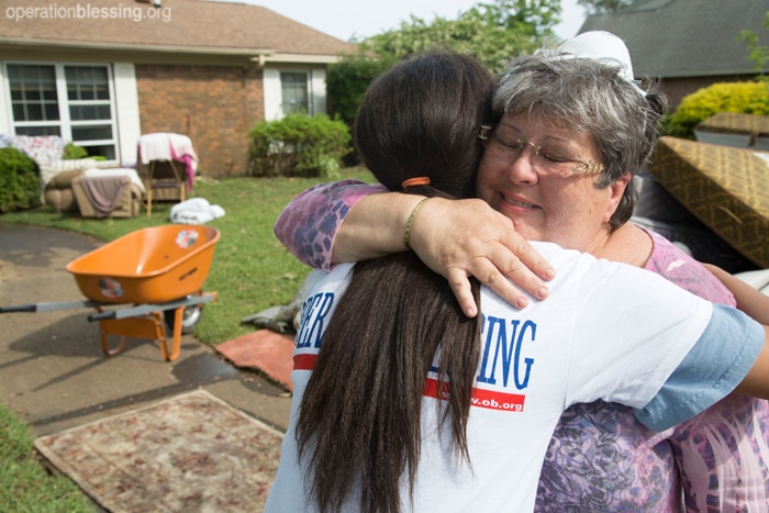 Volunteers help disaster victims in Florida and Mississippi