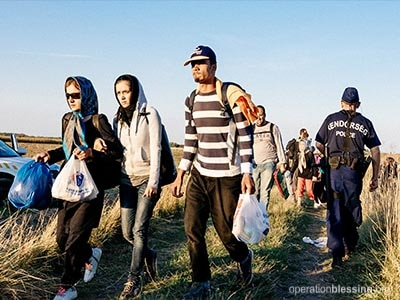 Syrian refugees walking.