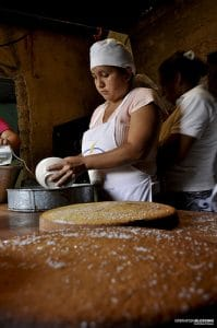 El Salvador Women Learn to Bake