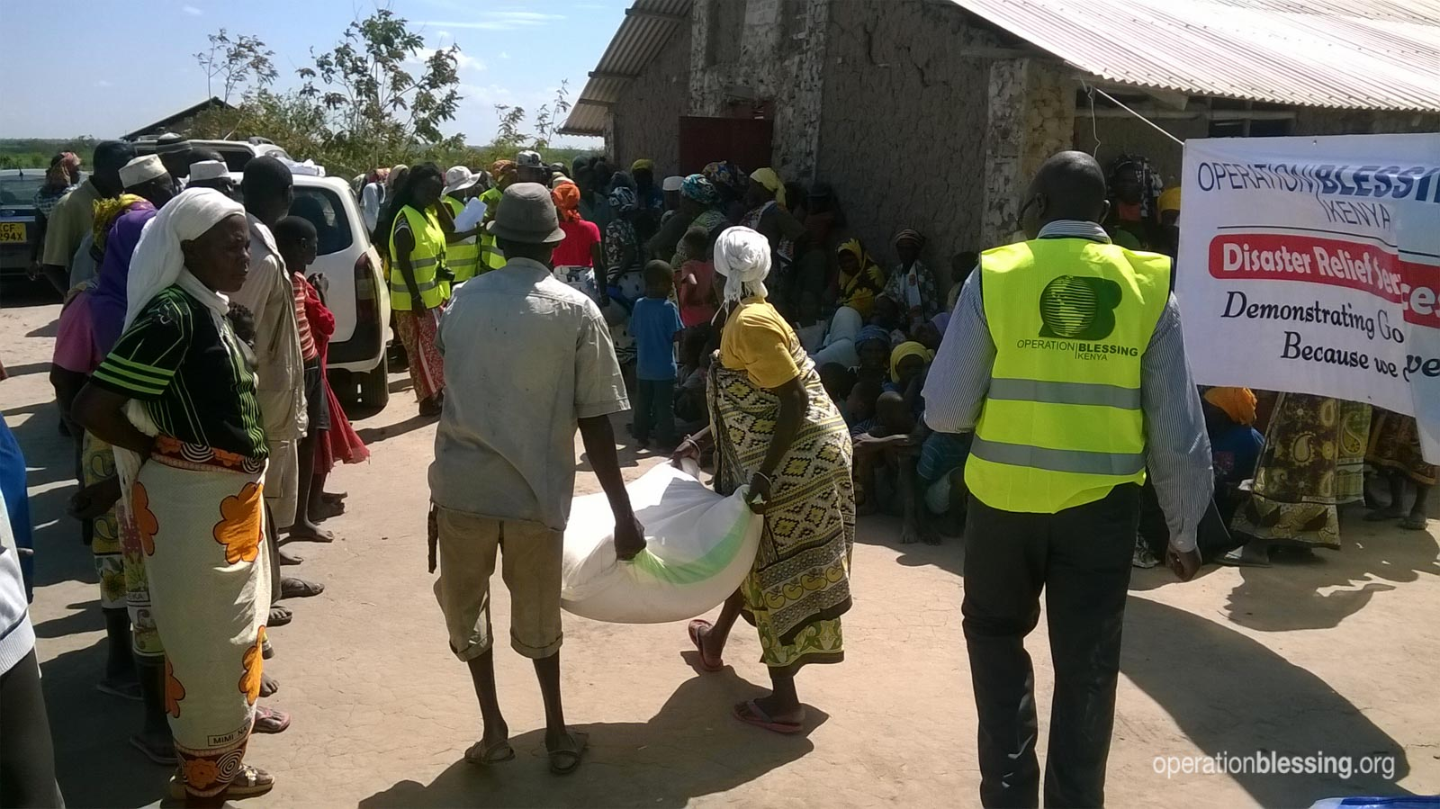 Operation Blessing distributes food to hungry Kenyans.