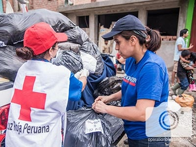 Red Cross and OB Peru team members distribute relief.