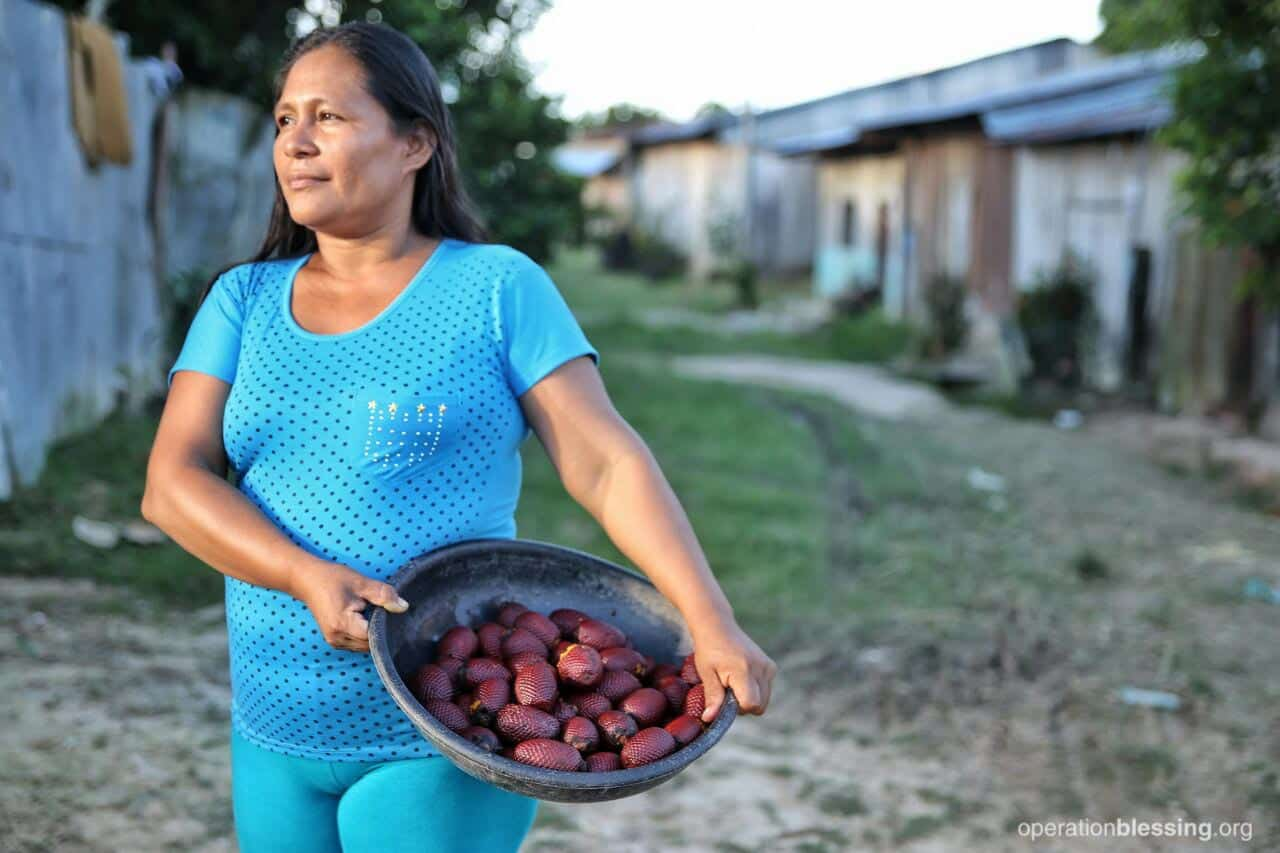 Every morning, Elizabeth sells aguaje, a local fruit that is popular among residents of her rural community.