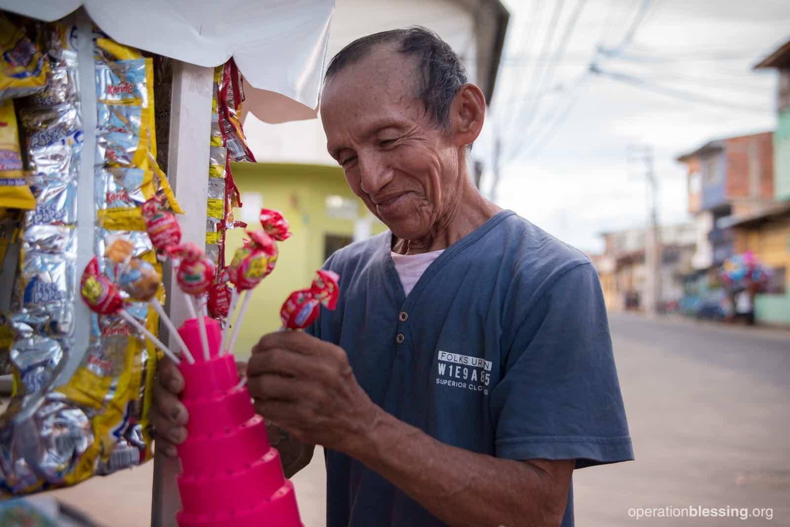 Luis organizes his candies.