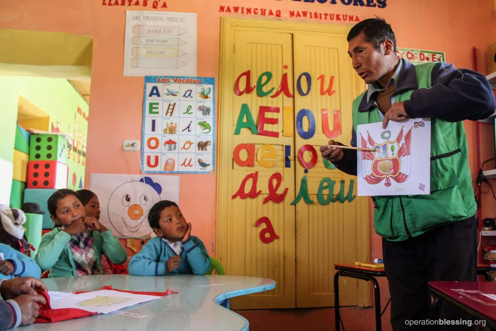 Mr. Teófilo teaching his preschool class.