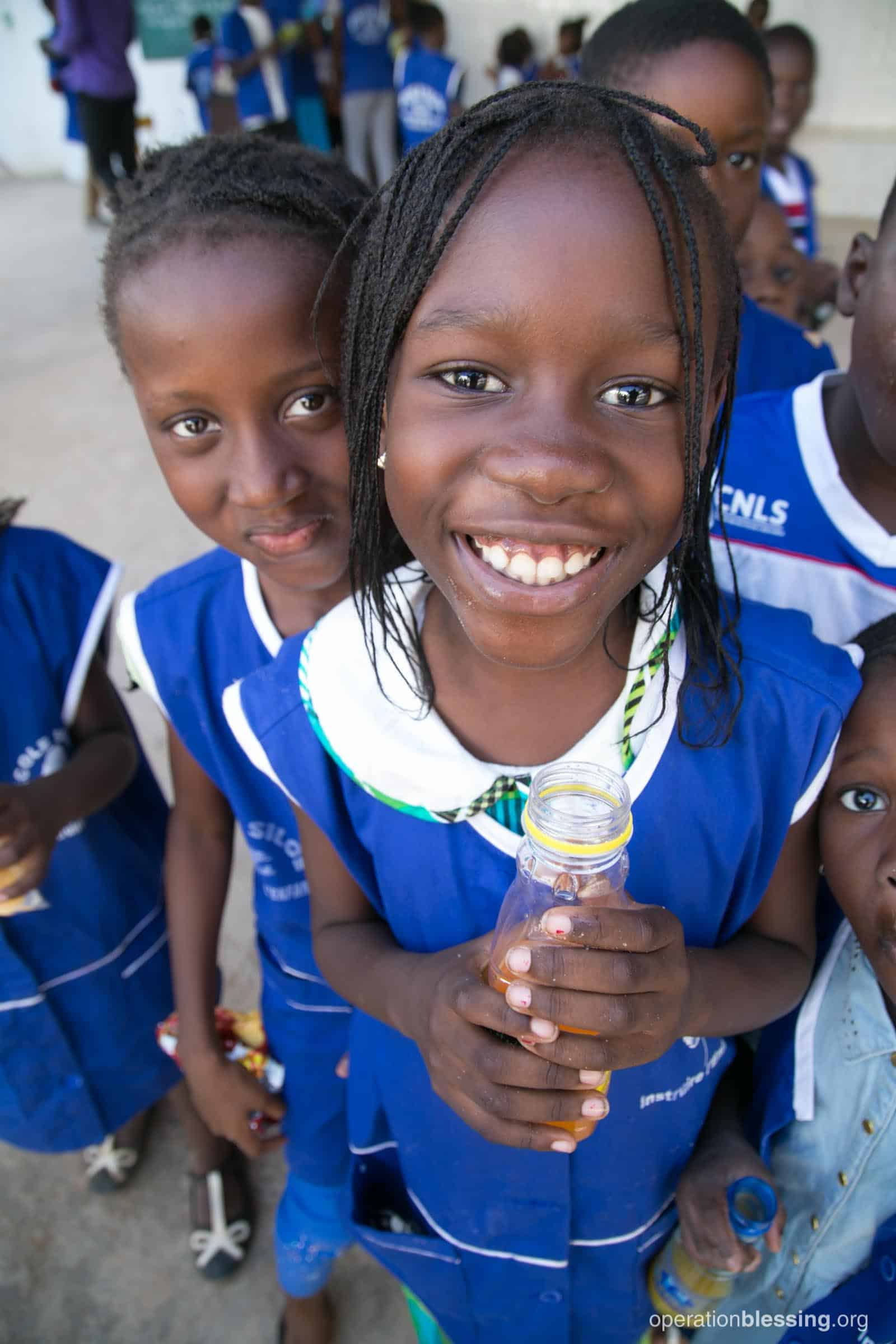 Smiling kids in Senegal now have access to a brand new computer lab.