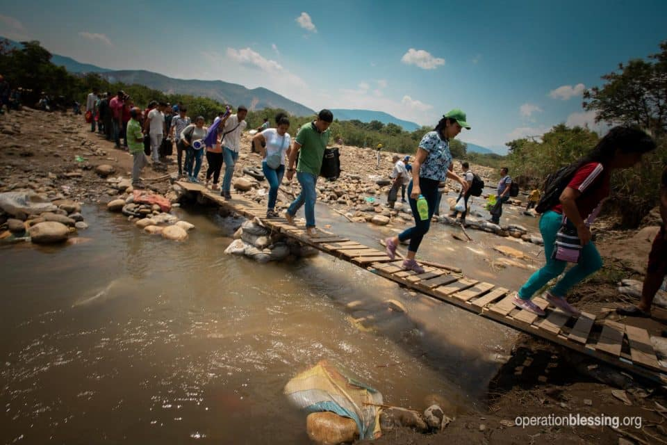 Venezuelan refugees crossing the border.