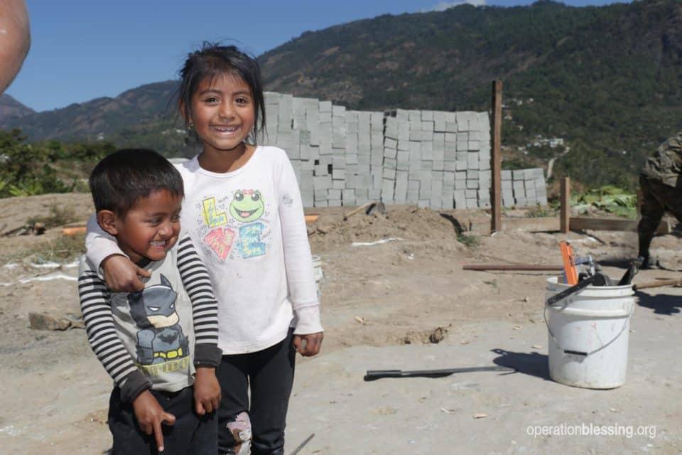 Arturo's two children.