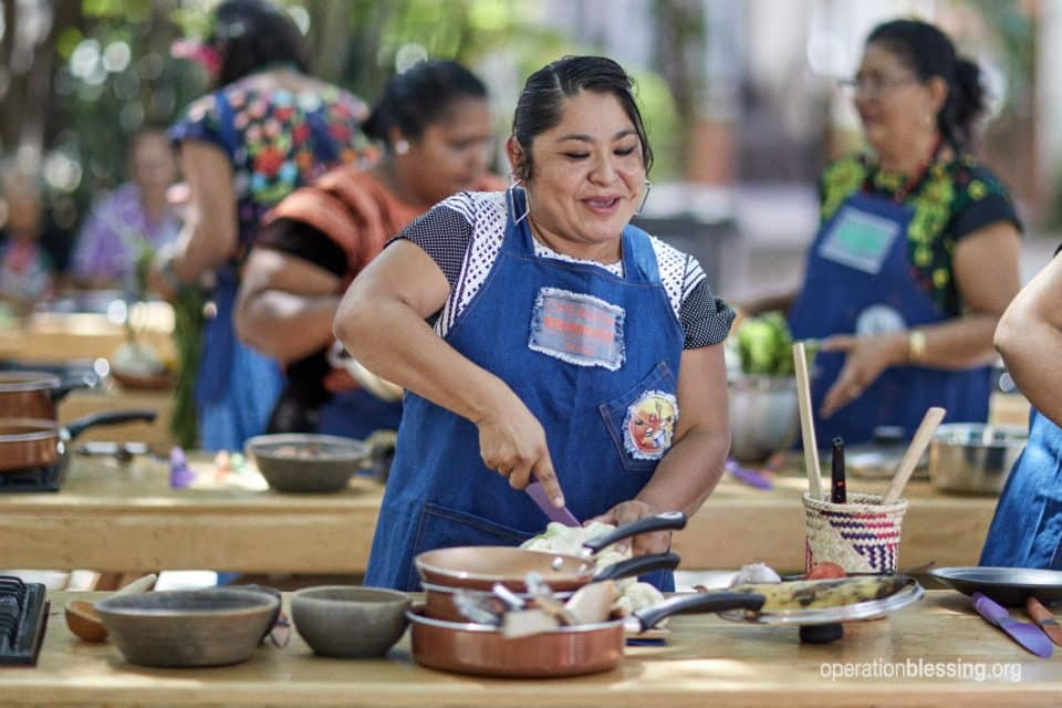 Flor is making at healthy meal at her cooking class in Mexico.