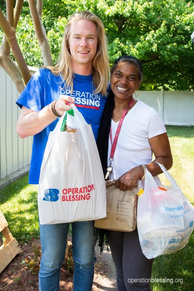 Volunteer offers Jiri support.