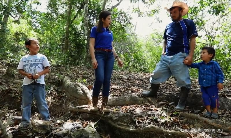 Hilda discusses how water means life with Juan Carlos and his children.