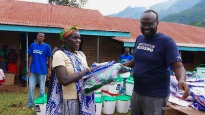 Kenyan landslide victims get disaster relief supplies.
