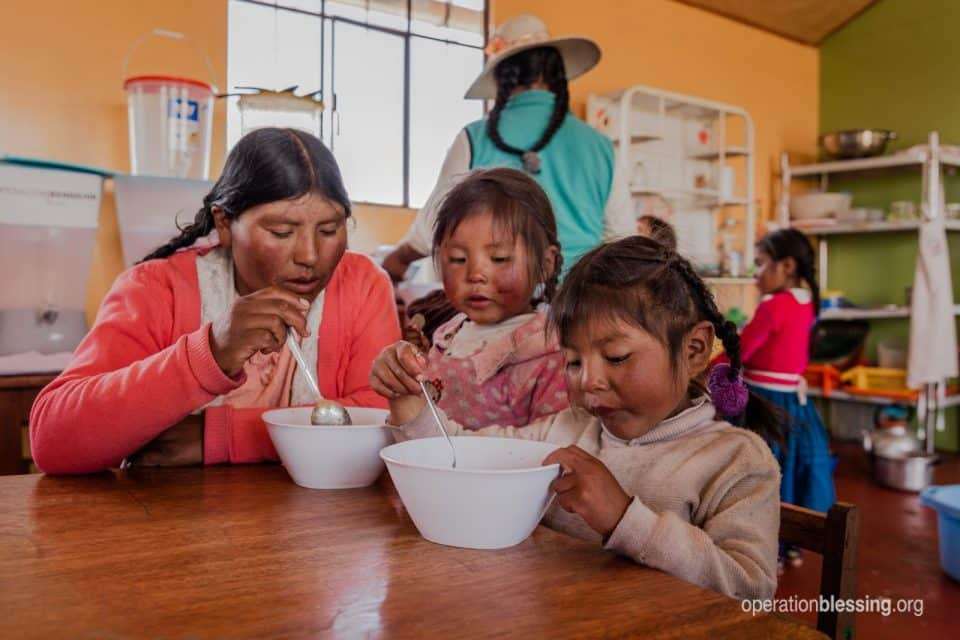 Family in Peru eating a nutritious meal and fighting hunger.