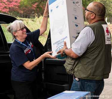 volunteers hurricane relief effort