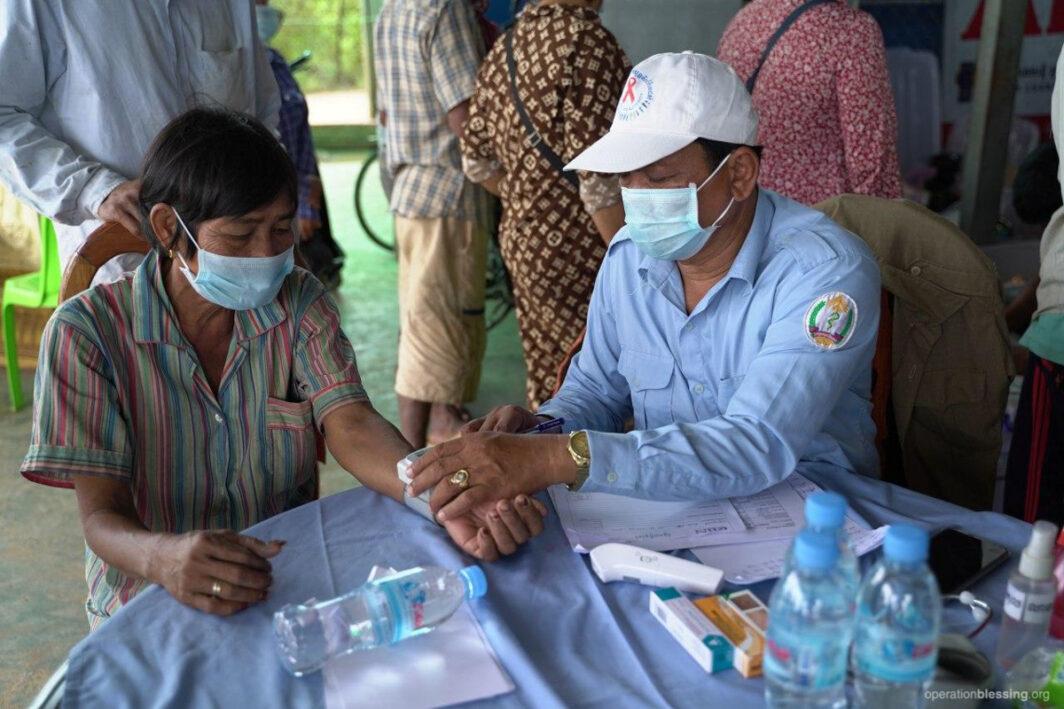 cambodia-flood-medical
