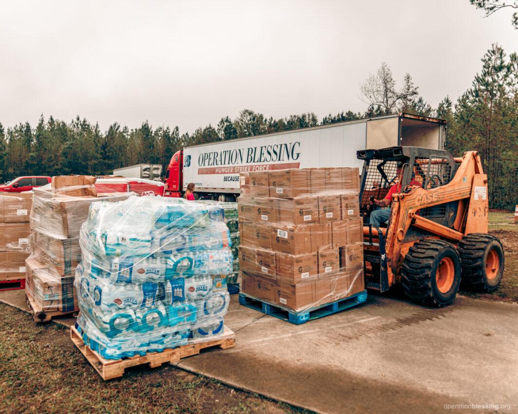 relief-distribution-hurricane-delta