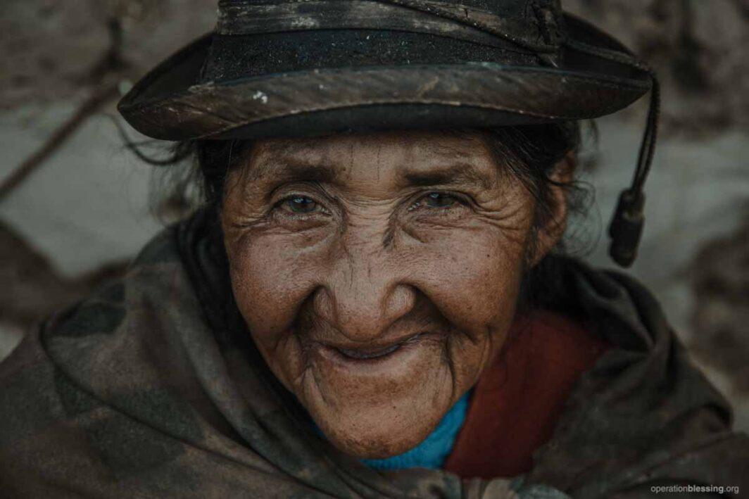 women in san jeronimo gets medical care in peru