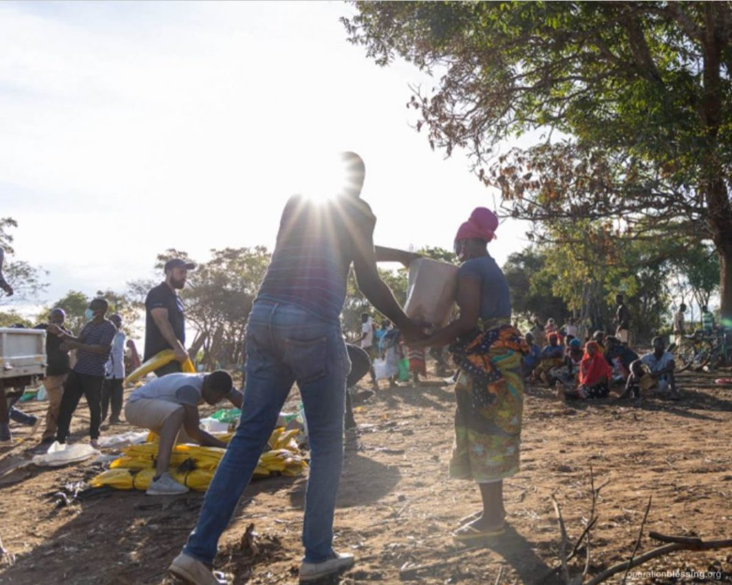 Food distribution to displaced people in Mozambique